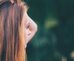 Kosmetische Anspruchslosigkeit. Wie kaufen Sie weniger Pflegeprodukt für Haare?
